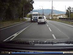 Řidič Petr Ludvík má v autě umístěnou kameru, která celý incident natočila. Na videu, které zveřejnil na svém profilu na facebooku  je vidět, jak kamion vjede do protisměru.
