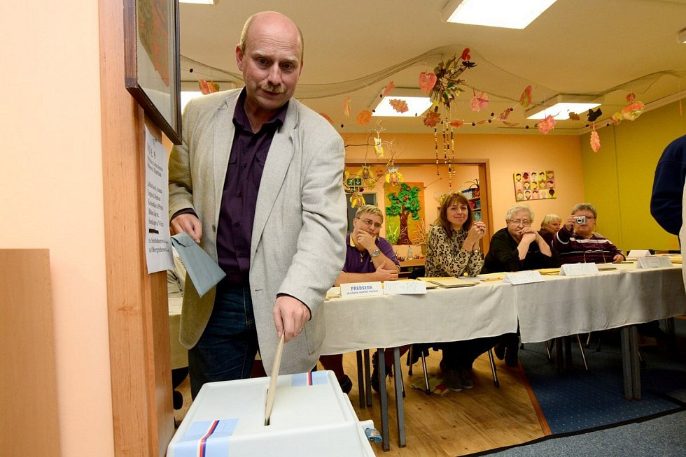 Jaroslav Trégr u voleb v Rumburku.
