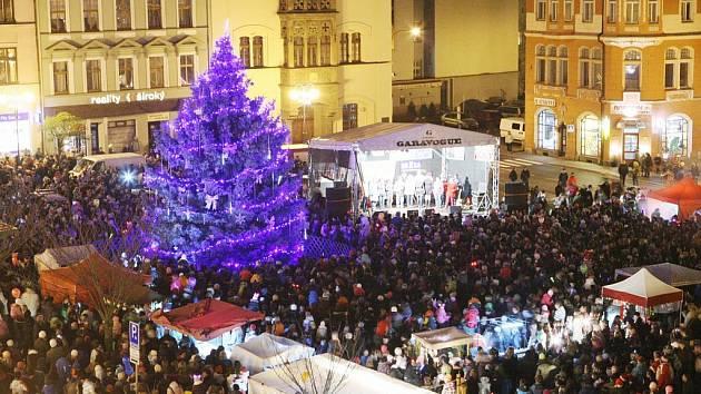 Slavnostní rozsvícení stromu v Děčíně. Archivní foto.