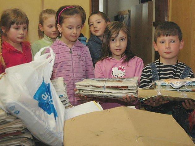 I na malé škole dokáží děti za jeden měsíc nasbírat přes dva tisíce kilogramů papíru.