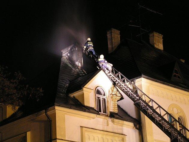 Hasiči vyjížděli k požáru sazí v komíně