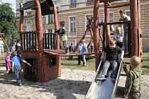 Obec Lipová má nové dětské hřiště.