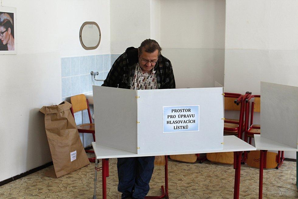 O evropské volby v Děčíně v prvních hodinách příliš velký zájem nebyl.
