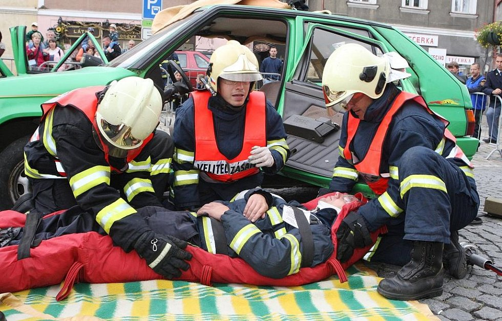 Hasiči vyprošťovali zraněné z aut