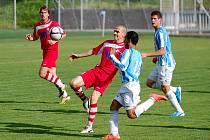 ŽÁDNÝ GÓL. FK Varnsdorf (červená) remizovali 0:0 v Čáslavi.