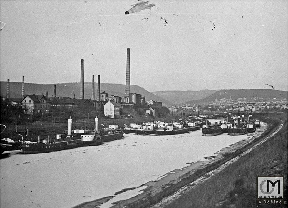 Na zimu se lodě uchovávaly v zimním přístavu v Rozbělesích. Nejsou zde saské osobní parníky, ty ke konci sezóny odpluly do Saska. Řada lodí staré ČPSL a německých rejdařství, cca. 20.-30 léta minulého století