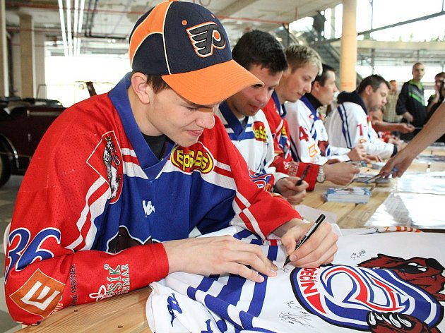 Autogramiáda HC Děčín v Centru Pivovar 1.5.2015