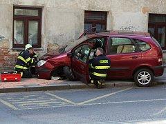 Dopravní nehoda tří aut komplikovala dopravu na Teplické ulici.