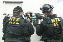 Pracovníci útvaru NTZ odhalují skryté černé přípojky