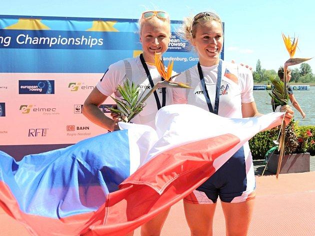 MŮŽOU PŘEKVAPIT. Děčínsko má na Letních olympijských hrách želízko v ohni ve skifu. Děčínská rodačka Lenka Antošová (vlevo) bude bojovat s kolegyní Kristýnou Fleissnerovou.