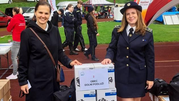Hasiči z Dolního Podluží dostali dýchací přístroje darem