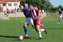 Fotbalisté Modré (modré dresy) překvapili v Srbicích výhrou 3:1.