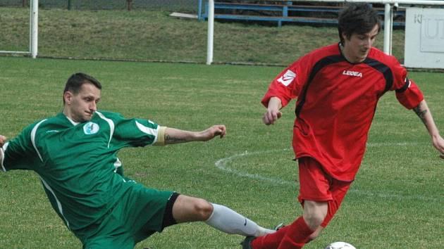 DERBY. Benešov (v červeném) doma nestačil na Heřmanov a prohrál 1:2.
