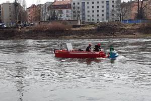 Paragladista spadl v Děčíně do Labe.
