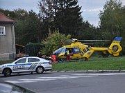 Mladá dívka údajně vjela na skateboardu pod auto
