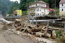 Hřensko den po ničivé povodni.