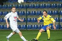 SUPER! Fotbalisté Varnsdorfu (v bílém) vyhráli ve Zlíně 1:0.