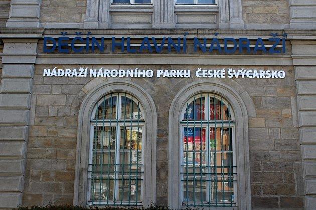 Děčínské hlavní vlakové nádraží se vpátek proměnilo vnádraží národního parku České Švýcarsko.