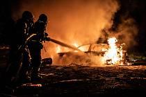 Ranní požár vozu ve Stožeckém sedle.