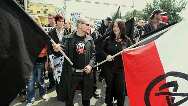 ČERVEN: Na tři stovky Autonomních nacionalistů prošly Děčínem
