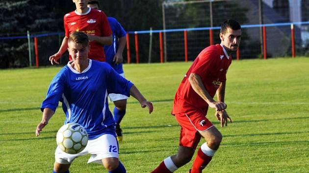 REMÍZA. Šluknov doma plichtil s Děčínem 3:3, na penalty pak zvítězil Junior.