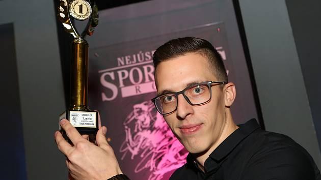 VÍTĚZ. Nejsledovanější kategorii za rok 2017 ovládl basketbalista Tomáš Pomikálek.