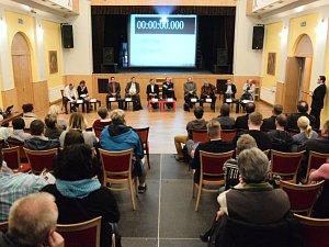 Na předvolební debatu do Rumburku dorazilo před čtyřmi lety několik desítek lidí.