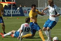 FNL, 30. KOLO. FK Ústí nad Labem (bílé dresy) vs. FK Varnsdorf.