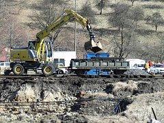 Na zničené trati začnou vlaky jezdit v červnu.