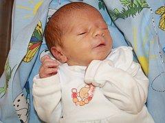 Bohuslavu a Denise Hrdličkovým se 16. prosince ve 4:54 narodil syn Toníček Hrdlička. Vážil 2,54 kg a měřil 47 cm.