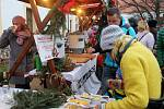 Trhy na zámeckém nádvoří v Děčíně si o třetí adventní neděli nenechaly ujít stovky lidí.