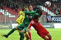 PRVNÍ ZÁPAS ve druhé lize si varnsdorfský brankář Martin Vaňák odbyl proti Brnu.