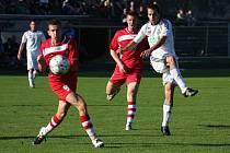 NA PODZIM VYHRÁLI. Varnsdorf (v červeném) vyhráli na podzim 1:0 v Karviné.