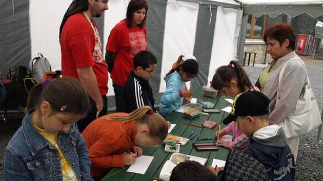 Nejen školáci z Děčína míří v tomto týdnu do děčínské zoo na Barevný týden.