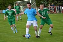 DERBY. Modrá (v modrém) doma porazila na penalty Vilémov.