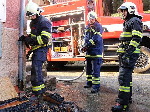 Příčinou úterního požáru byla závada na kamnech.