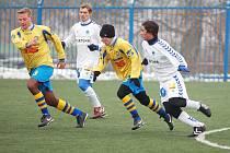 Fotbalisté Varnsdorfu (ve žlutém na archivním snímku) prohráli se Střížkovem 0:2.