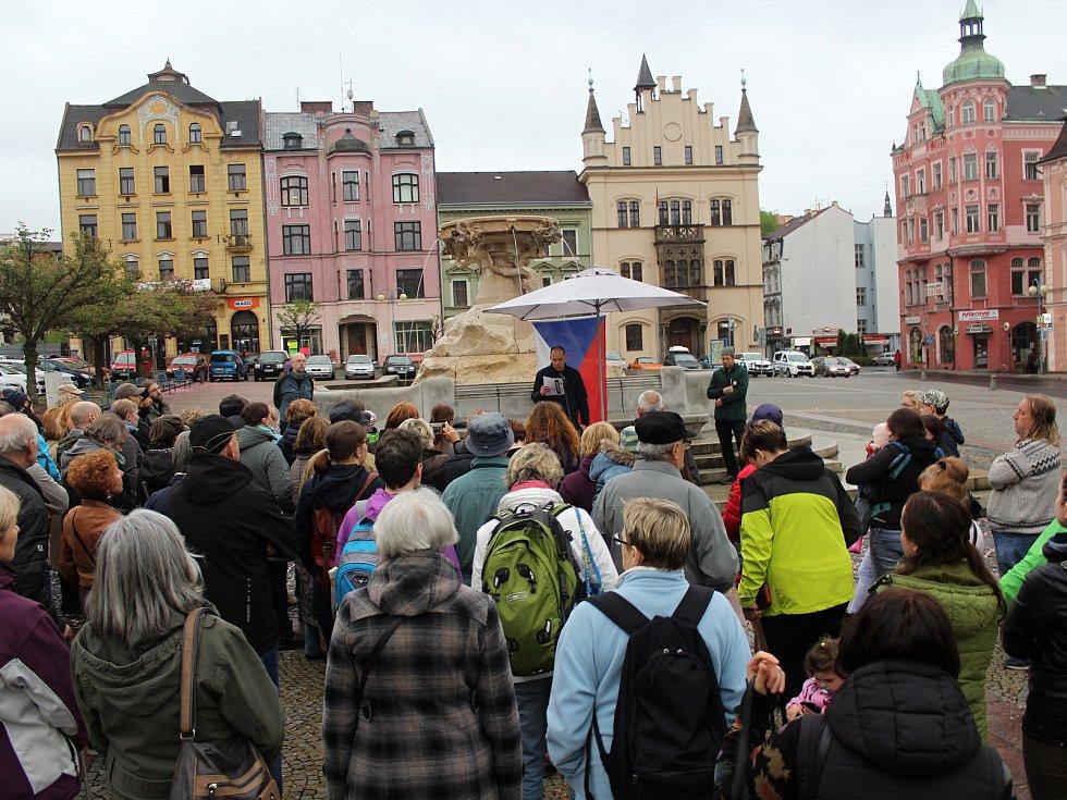 Za nezávislost justice demonstrovalo v Děčíně na 170 lidí.