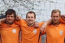 David Galbavý (uprostřed) je elitním útočníkem a také předsedou fotbalového klubu v Dolní Poustevně.