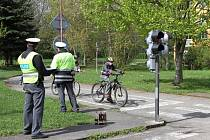 Skoro padesátka dětí ze škol ve Varnsdorfu, Krásné Lípě a Dolního Podluží si ve středu opět zasoutěžila na varnsdorfském dopravním hřišti v oblastním kole cyklistů.