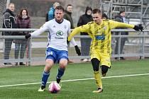 PORÁŽKA. Fotbalisté Varnsdorfu (ve žlutém) prohráli s Mladou Boleslaví 1:3.