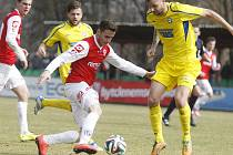 VÍTĚZSTVÍ. Varnsdorf (ve žlutém) vyhrál v Pardubicích 1:0.