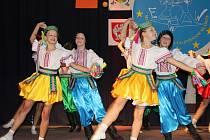 Dům dětí a mládeže na Teplické ulici v Děčíně společně s JS Group Praha připravily taneční program s názvem Východ-Západ pro základní školy