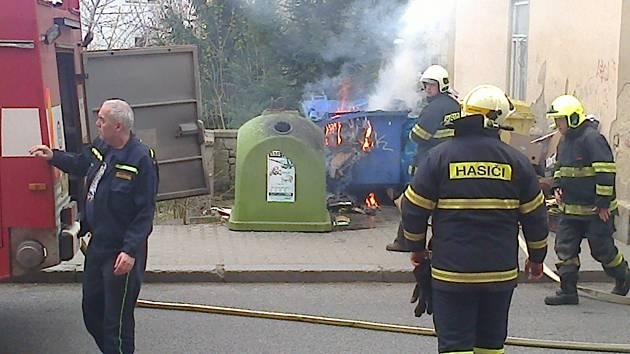 Úmyslně založený požár kontejneru v Děčíně.