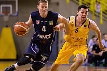 V CESTĚ STOJÍ OPAVA! Děčínští basketbalisté (vlevo Tomáš Vyoral) se v semifinále utkají s Opavou.