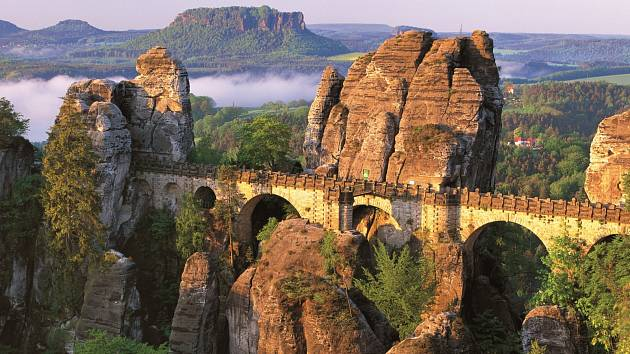 Skalní most v Bastei v Saském Švýcarsku.