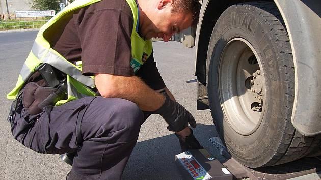 Řidiči kamionů a nákladní aut se dostali pod drobnohled dopravní policie.