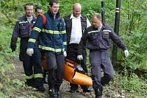 Okolo třinácté hodiny v úterý nalezl v lese pod Pastýřskou stěnou náhodný chodec mrtvolu mladé ženy.