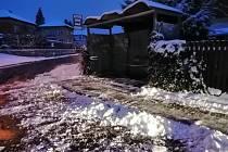 Úklid sněhu v Děčíně.