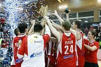 PARDUBICE ovládly pohárové finále, když hladce porazily Děčín.